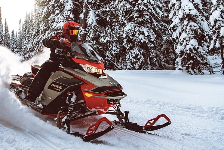 Vivez l'expérience de motoneige ultime avec la MXZ X-RS 2021 de Ski-Doo